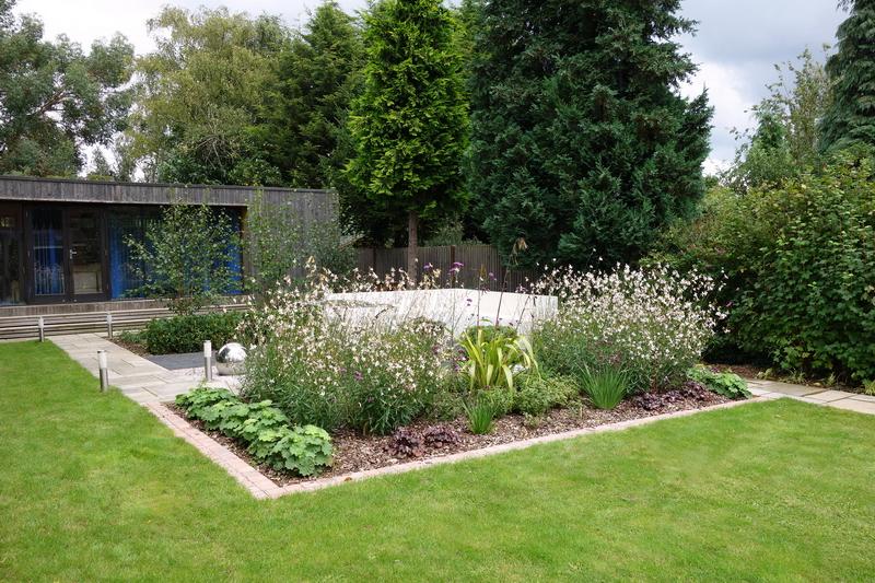 Small garden design needed for areas in this large garden for Modern garden studio