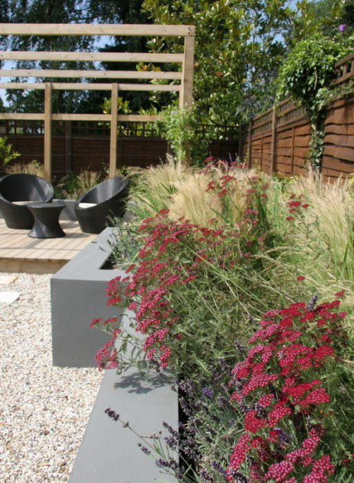 Contemporary Garden with a Raised bed