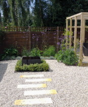 Contemporary Back garden with gravel, stepping stones,