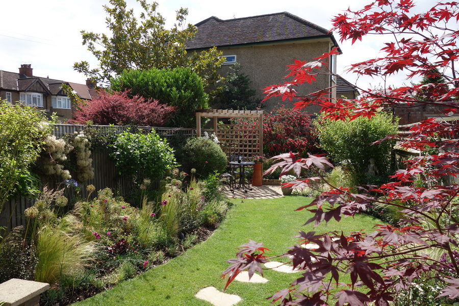 Planting designs by Rhoda Maw in Ruislip Manor