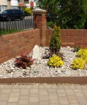 pebble garden after Rhoda Maw Garden Design