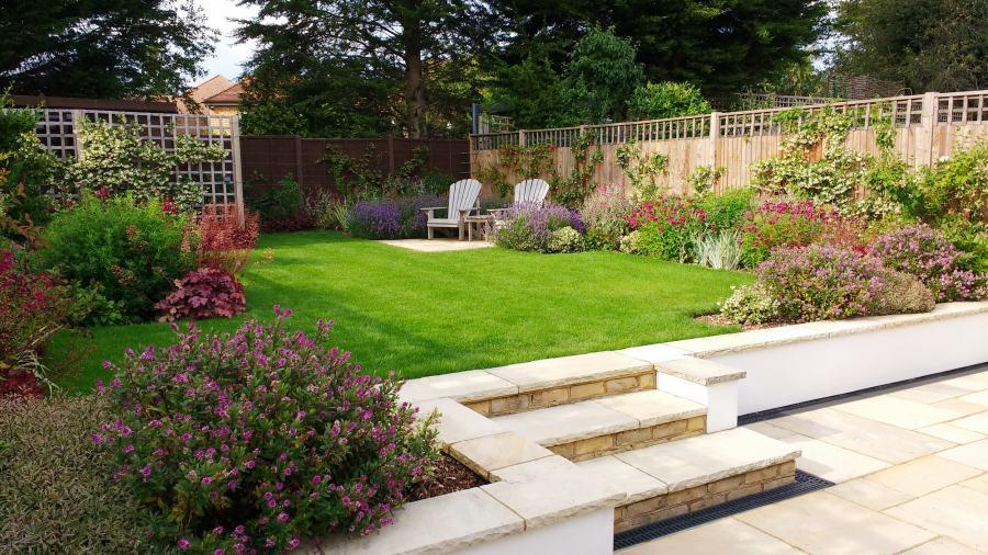 Medium garden design ideas by Rhoda Maw