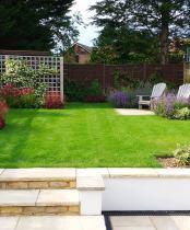 Medium garden design with Geometric lines